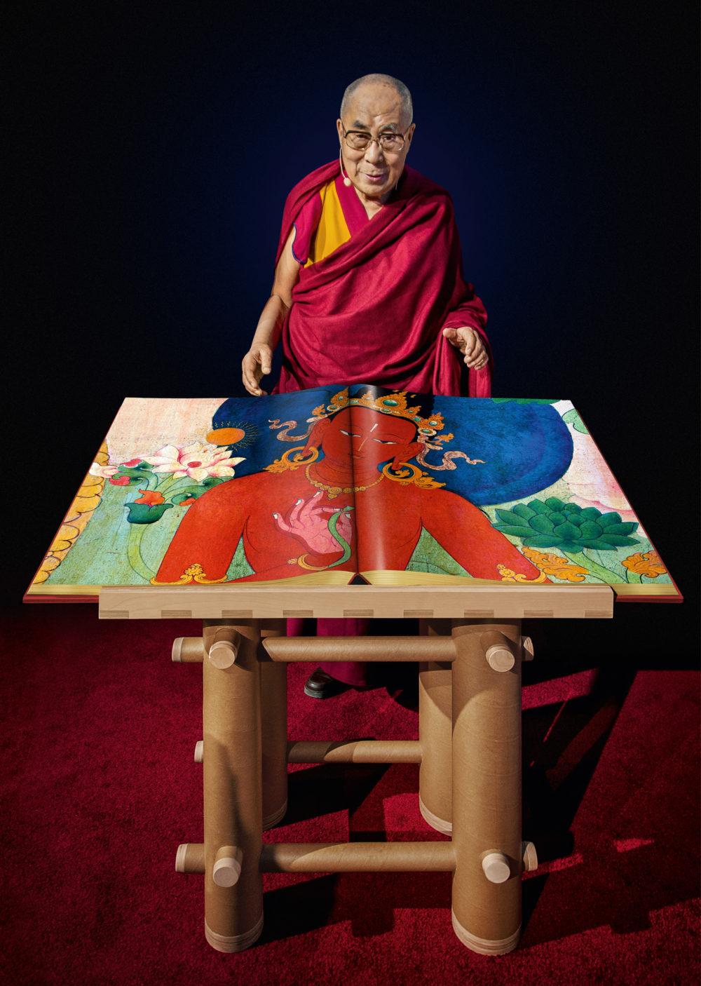 MURALS OF TIBET Hardcover signiert vom Dalai-Lama, Buchständer von Shigeru Ban