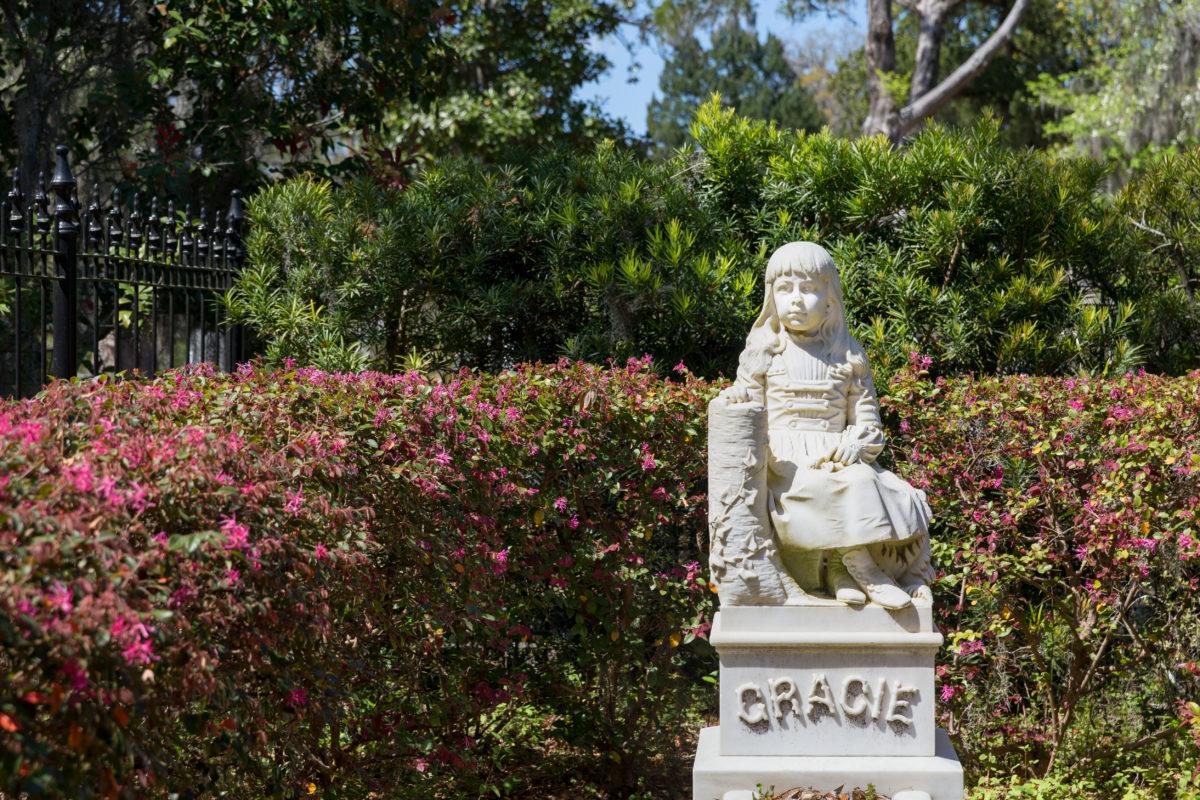 Das berühmteste Grab auf dem Friedhof ist das Grab von Little Gracie