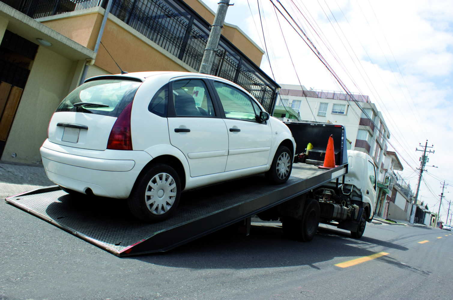 Wer zu lange parkt, wird abgeschleppt © foliavectorolirz Adobe Stock