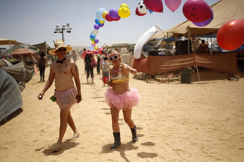 Partytime in der Wüste / Getty Image