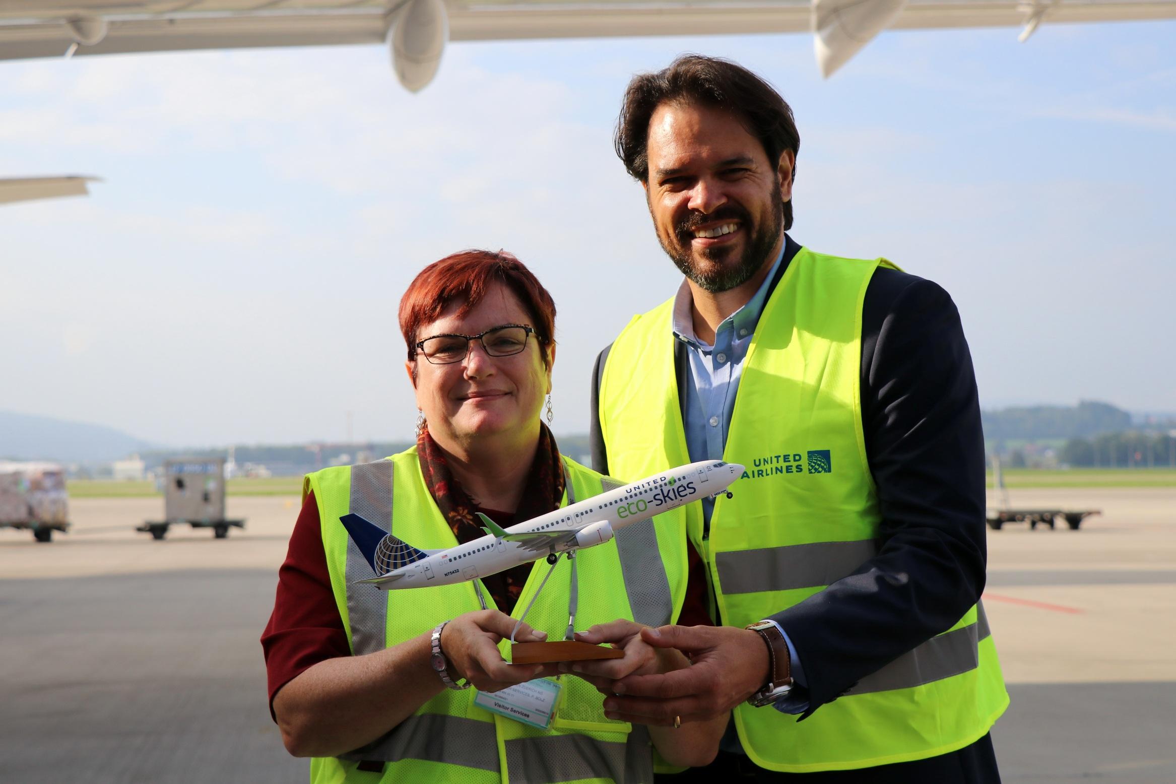 United Airlines - Maria Race und Reto Schneider