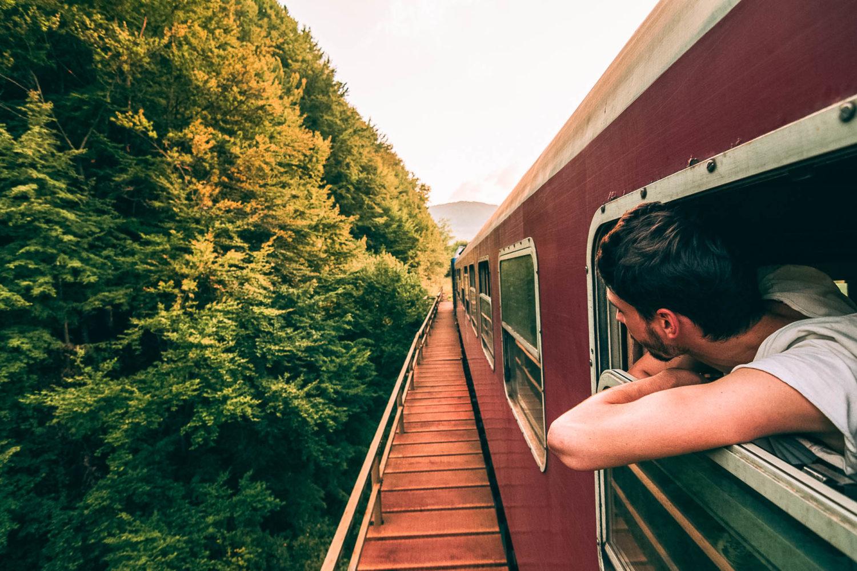 Was viele träumen, aber nicht wagen: Eine Zugreise in enfernte Länder