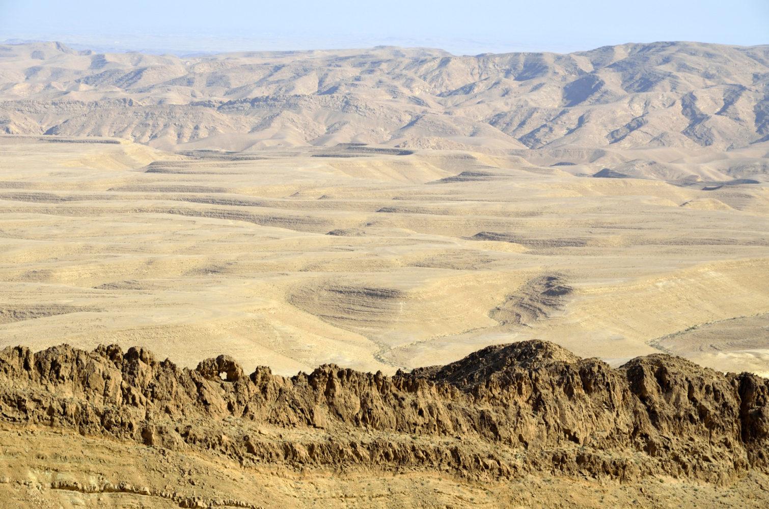 Unendliche Weiten die Wüste Negev / shutterstock