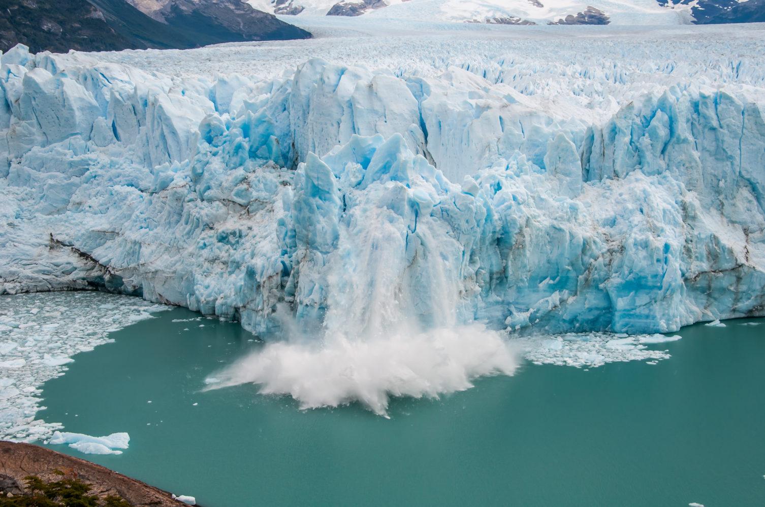 Kalbender Gletscher / shutterstock
